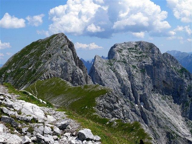 Rakousko, pohled na skalnaté vrcholy Sparafeld a Reichenstein v Gesäuse