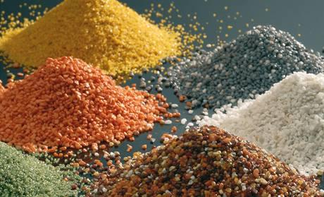 Mozaikové omítky se míchají z barevného křemičitého písku nebo přírodního drceného mramorového kameniva