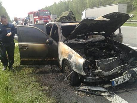 Požár mercedesu na 6,5 kilometru dálnice D5
