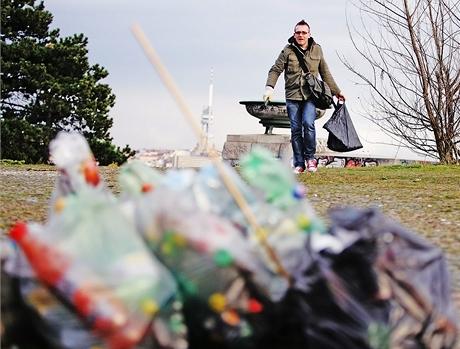 """Guerilla gardening - """"partyzánští zahradníci"""" sbírají odpadky a vysazují květiny na veřejných místech"""