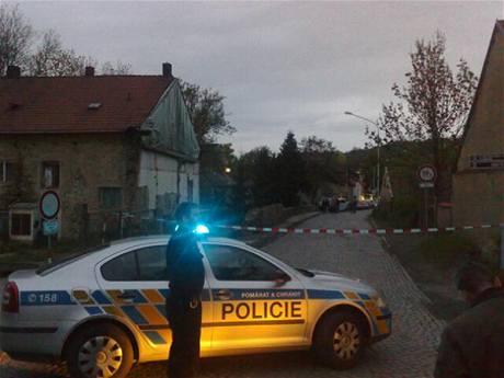 Policie v Riegerově ulici v Úvalech, kde se stala dvojnásobná vražda. (10. května 2010)