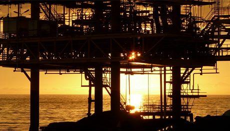 Ropná plošina focená z lodi