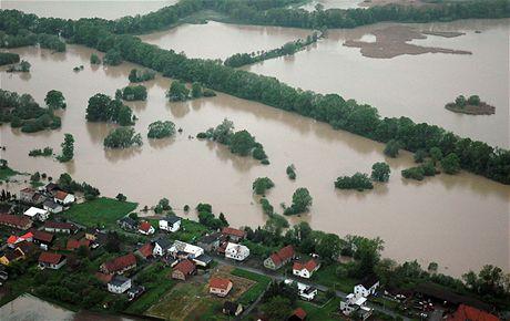 Záplavy z letadla -  rozlitá Odra mezi Mošnovem a Ostravou (18. května 2010)