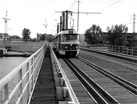 Původní tramvajový most v Troji