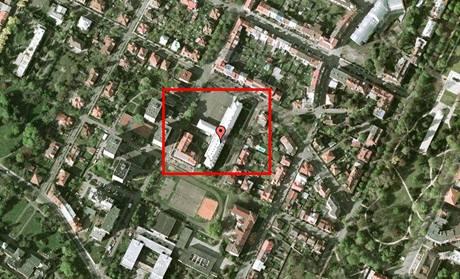 Dvanáctiletého chlapce zabil proud z trafostanice. Ta je připojena ke škole T. G. Masaryka v Poděbradech a sousedí s hřištěm.