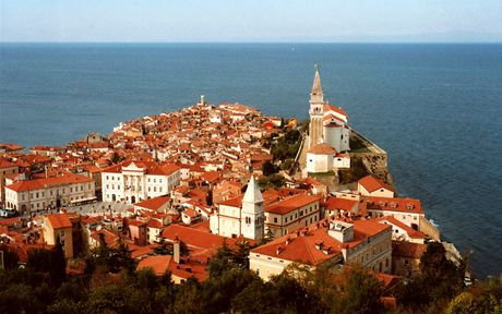 Slovinsko, pohled na Piran z hradeb