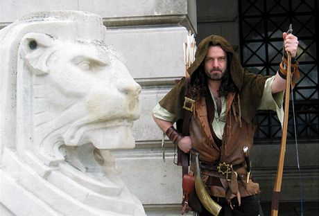 Británie, průvodce Nottinghamem oblečený jako Robin Hood