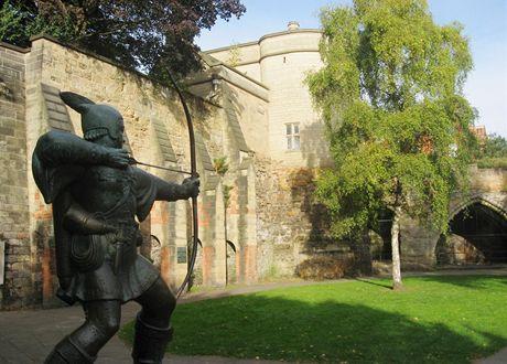 Británie. Nottinghamský hrad a socha Robina Hooda