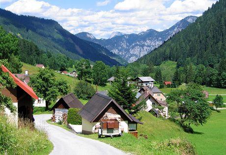 Rakousko, osada Hinter Radmer v bočním údolí Národního parku Gesäuse
