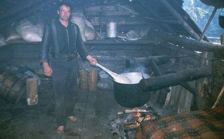 Rumunsko, zahřívání mléka v salaši