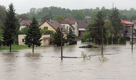 Obyvatele zatopeného Koblova museli své domy opustit uprostřed noci.