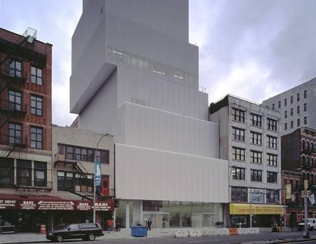 Mrakodrap v New Yorku připomíná bílé krabice položené na sobě