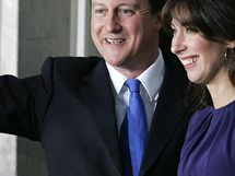 David Cameron odjíždí od Buckinghamského paláce, kde ho královna jmenovala novým premiérem. (11. května 2010)