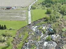 Sesuv půdy způsobil smrt čtyřčlenné rodiny nedaleko kanadského Montrealu.