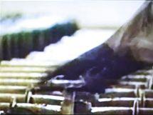 Jihokorejka si prohlíží záběry palivových tyčí ze severokorejské jaderné elektrárny (12. května 2010)
