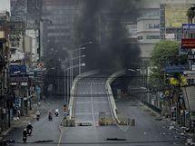 Ulice Bangkoku po polučních bojích (17. května 2010)