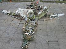Poskládané trosky Tupolevu Tu-154, který 10. dubna havaroval u Smolenska.