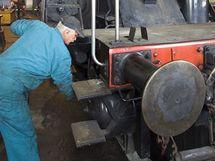 Příprava historické lokomotivy před jízdou