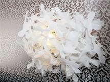 Autorkou stojací lampy je designérka Anna Kozová