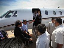Letoun, který převezl nizozemského chlapce Rubena van Assouw z Tripolisu do Holandska (15. května 2010)