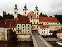 Rakousko, půvabné panoráma města Steyr