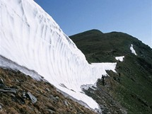 Rumunsko, sníh na hřebenu k Vf. Pietrosul