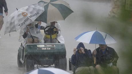 Bouřka před druhým kolem Valero Texas Open 2010.