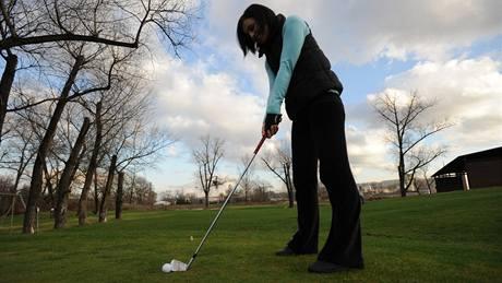 Seriál o golfových pravidlech - pád míče z týčka.