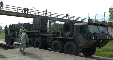 Američtí vojáci přivezli protiraketové střely Patriot do polského Morongu (26. května 2010)