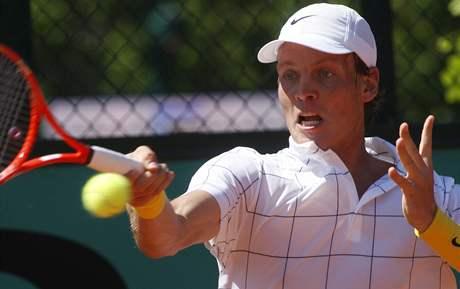 Tomáš Berdych v souboji prvního kola Roland Garros proti Chilanu Aguilerovi.