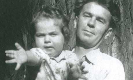 Oldřich Mikulášek v roce 1954 se synem Ondřejem, budoucím hercem