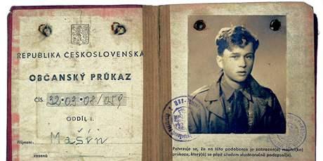 Občanský průkaz, který doputoval s Josefem Mašínem až do svobodné západní zóny v Berlíně.