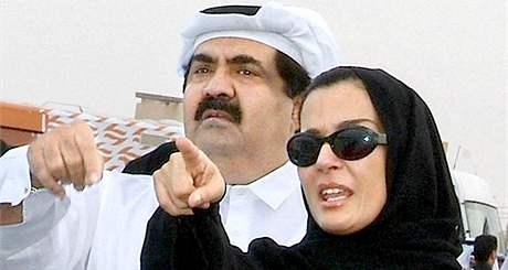 Katarský šejk emír Hamíd bin Chalífa al-Sání a jeho manželka šejka Mozah Bint Nasser al Missned.