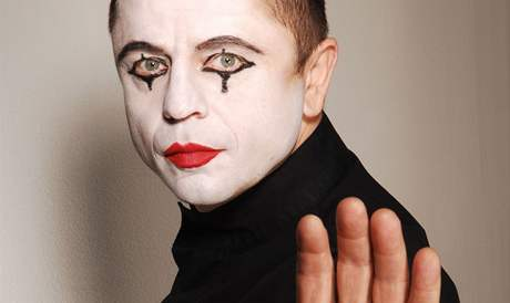Petr Muk jako Pierot. Takto ho před lety zachytila fotografka Lenka Hatašová