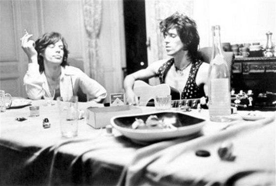 Mick Jagger a Keith Richards při nahrávání alba Exile On Main Street (1972)