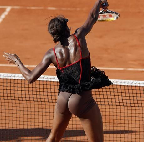 ODHALENÍ. Venus Williamsová občas divákům ukáže své vypracované tělo i tak, jak by málokdo čekal.