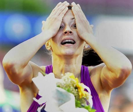 TO SNAD NENÍ PRAVDA. Denisa Rosolová právě vyhrála závod na 400 metrů.