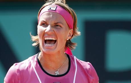 Světlana Kuzněcovová zahájila cestu za obhajobou titulu z Roland Garros výhrou nad Rumunkou Cirsteaovou