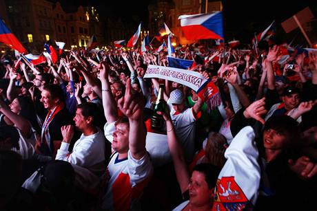 Na Staroměstském náměstí fandily hokejistům tisíce lidí.