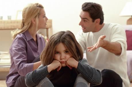 Tím, že budete do sporů kolem rozvodu vtahovat děti, jim jen ublížíte
