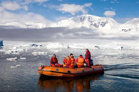 Antarktida je čím dál častěji dobývána turistickými výpravami.