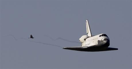 Raketoplán Atlantis se vrací ze své poslední mise