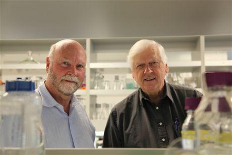 Tvůrci umělého života J. Craig Venter, Ph.D. a Hamilton O. Smith, M.D.
