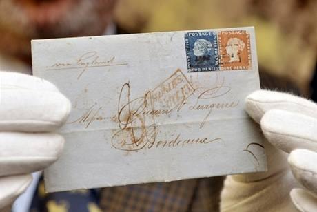 Unikátní obálku, na které je nalepený modrý i červený Mauritius současně, koupil anonymní sběratel na aukci v Curychu za pět milionů dolarů.