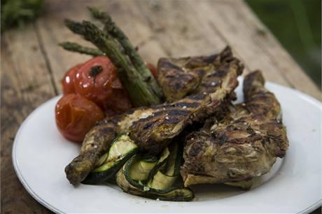 Grilované kuře na bylinkách.