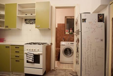 Koupelna navazuje přímo na kuchyni