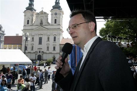 Lídr ODS Petr Nečas při kampani na náměstí v Uherském Hradišti