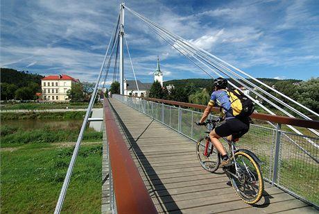 Lávka přes Berounku v Radotíně – cyklospojnice mezi Zbraslaví a Radotínem