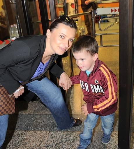 Alice Bendová se synem Vaškem