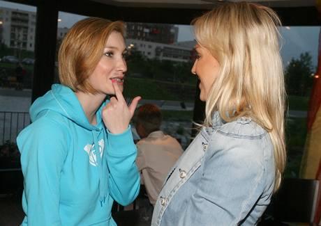 Dominika Mesarošová ukazuje následky rvačky Zuzaně Belohorcové